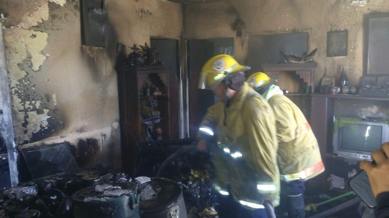 Explota tanque de gas dentro de vivienda; una mujer y tres menores salen ilesos