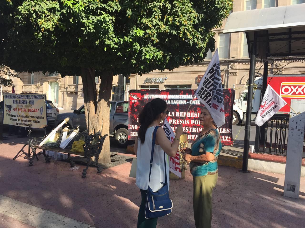 Se manifiestan contra hechos en Nochixtlán
