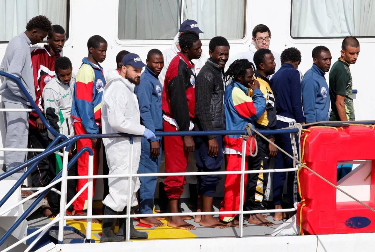 Naufragio deja 126 inmigrantes muertos