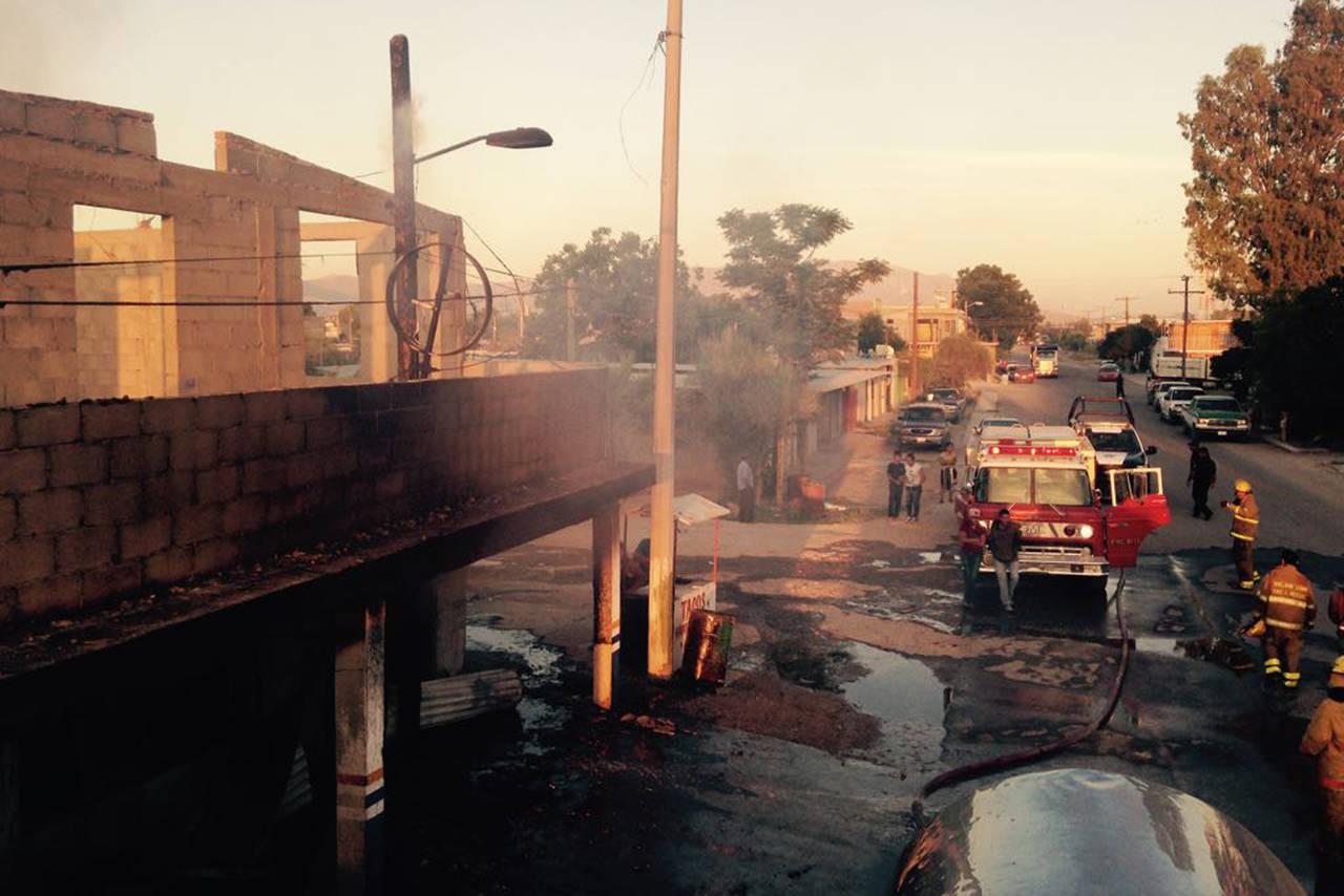 Cortocircuito provoca incendio en dos tiendas