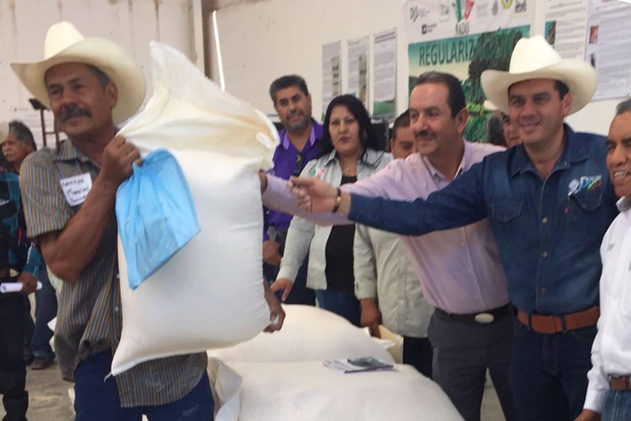 Familias del campo reciben maíz molido