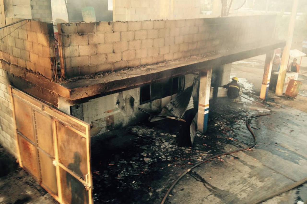 Incendio consume locales de Bermejillo