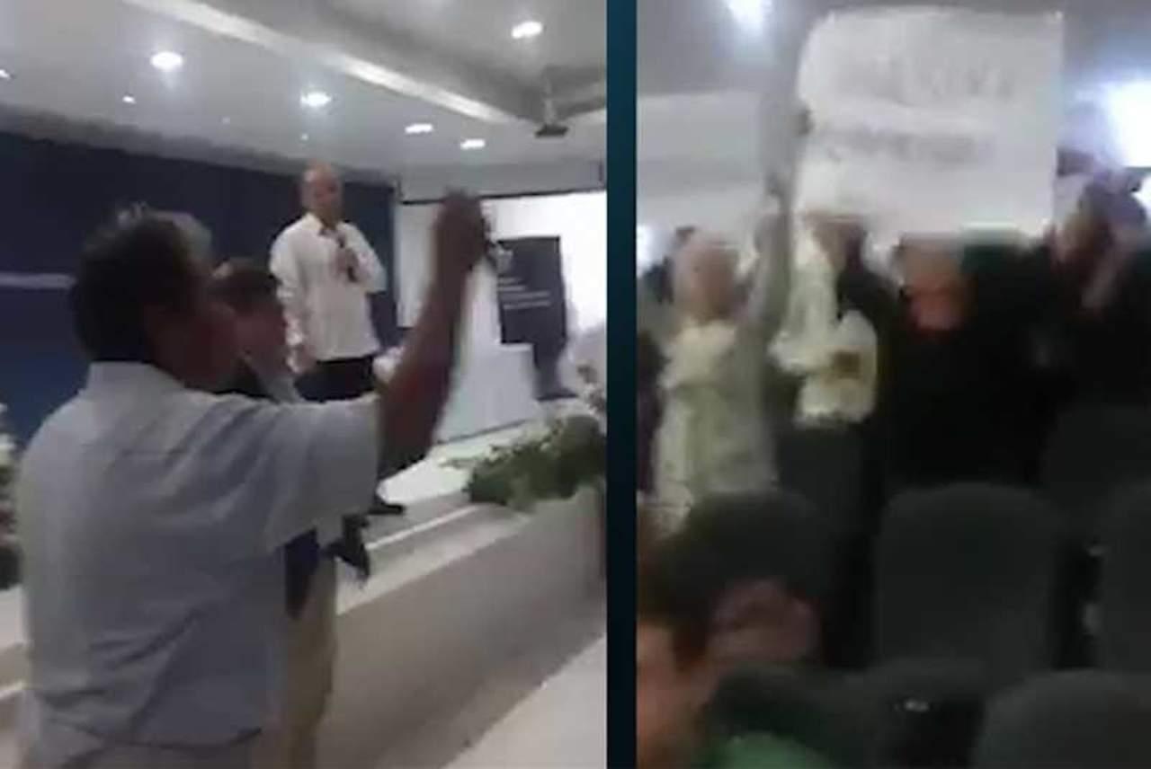 Activistas gritan