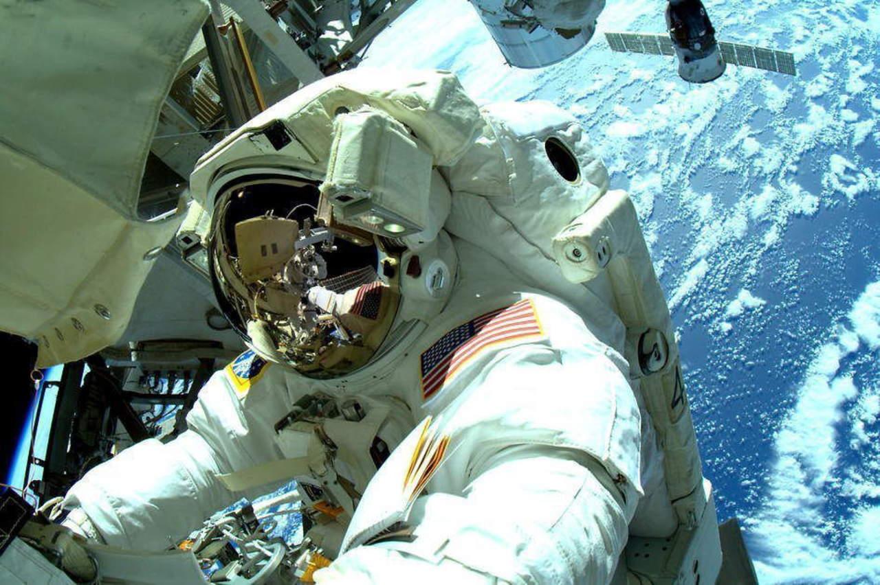 Mexicano crea chaleco para monitorear salud de astronautas