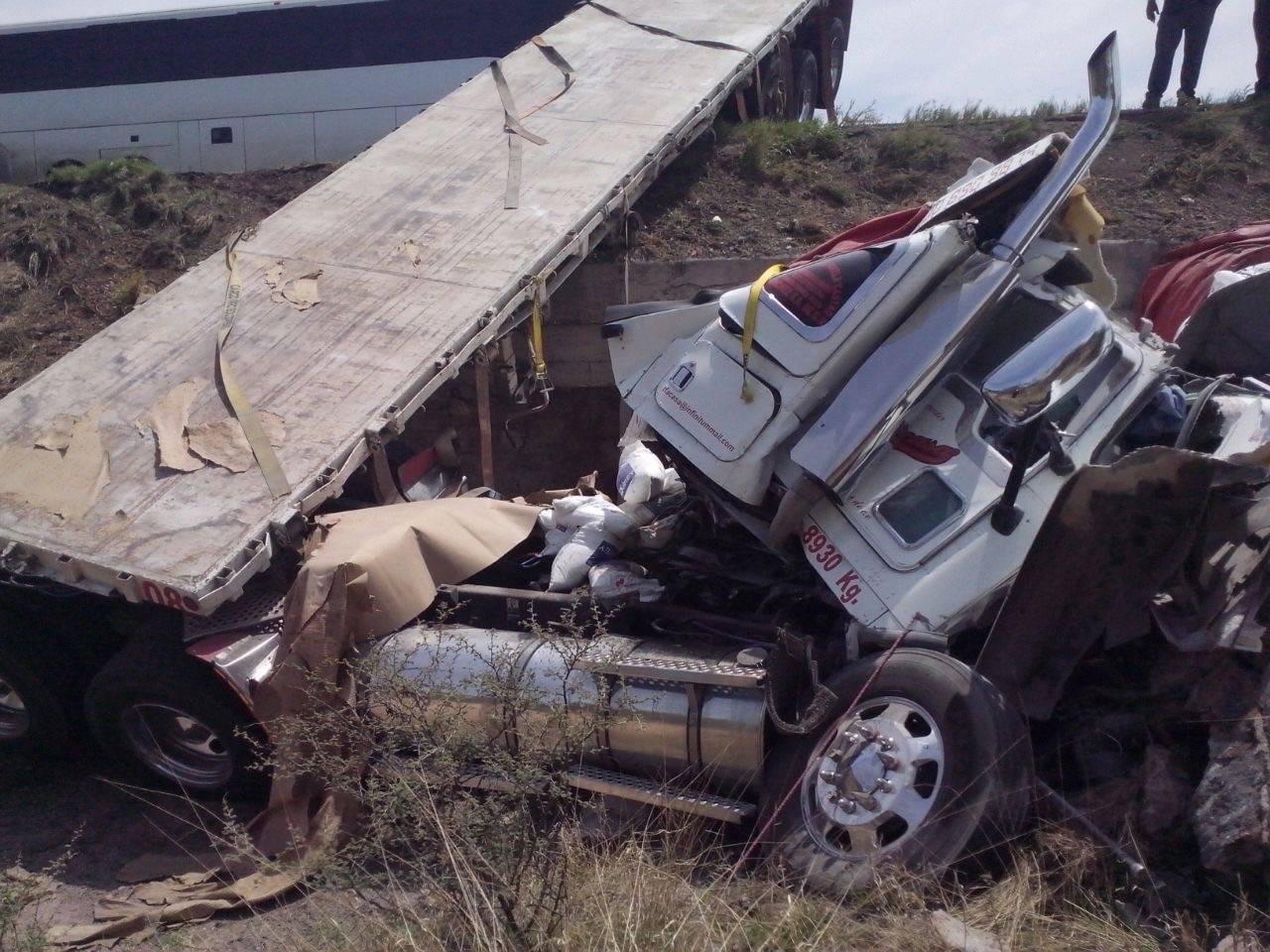 Fallece conductor de un tráiler tras colisión