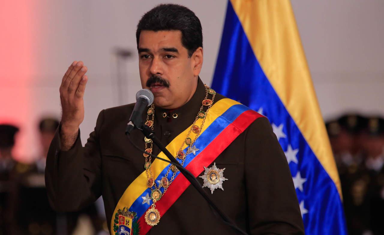 Retan a Maduro con plebiscito