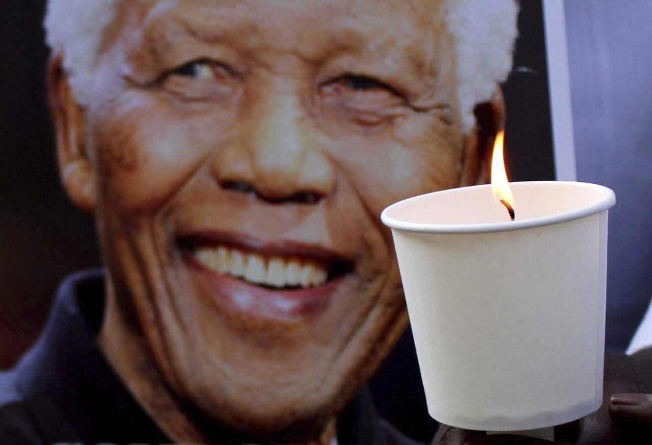 2010: Se celebra un Día Internacional de Nelson Mandela por primera vez