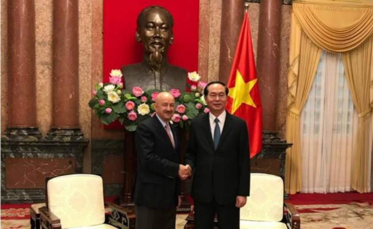 Presidente de Vietnam recibe a Carlos Salinas de Gortari