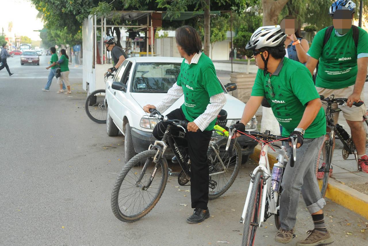 Ciclista cierra el paso y lo atropellan