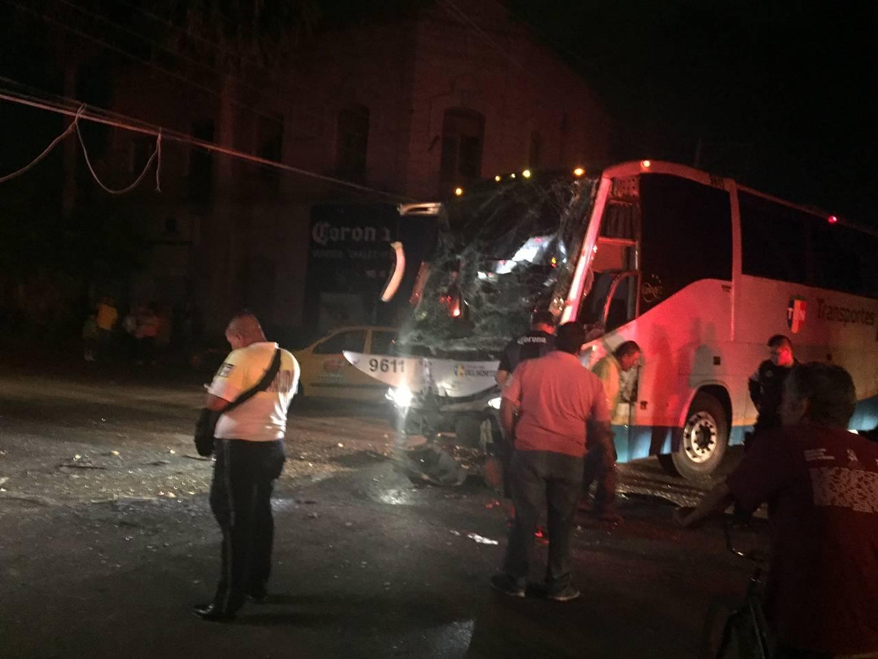Chocan dos autobuses en el centro de Torreón