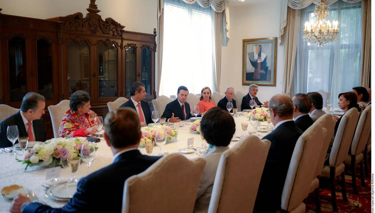 Recibe Peña a dirigentes de su partido