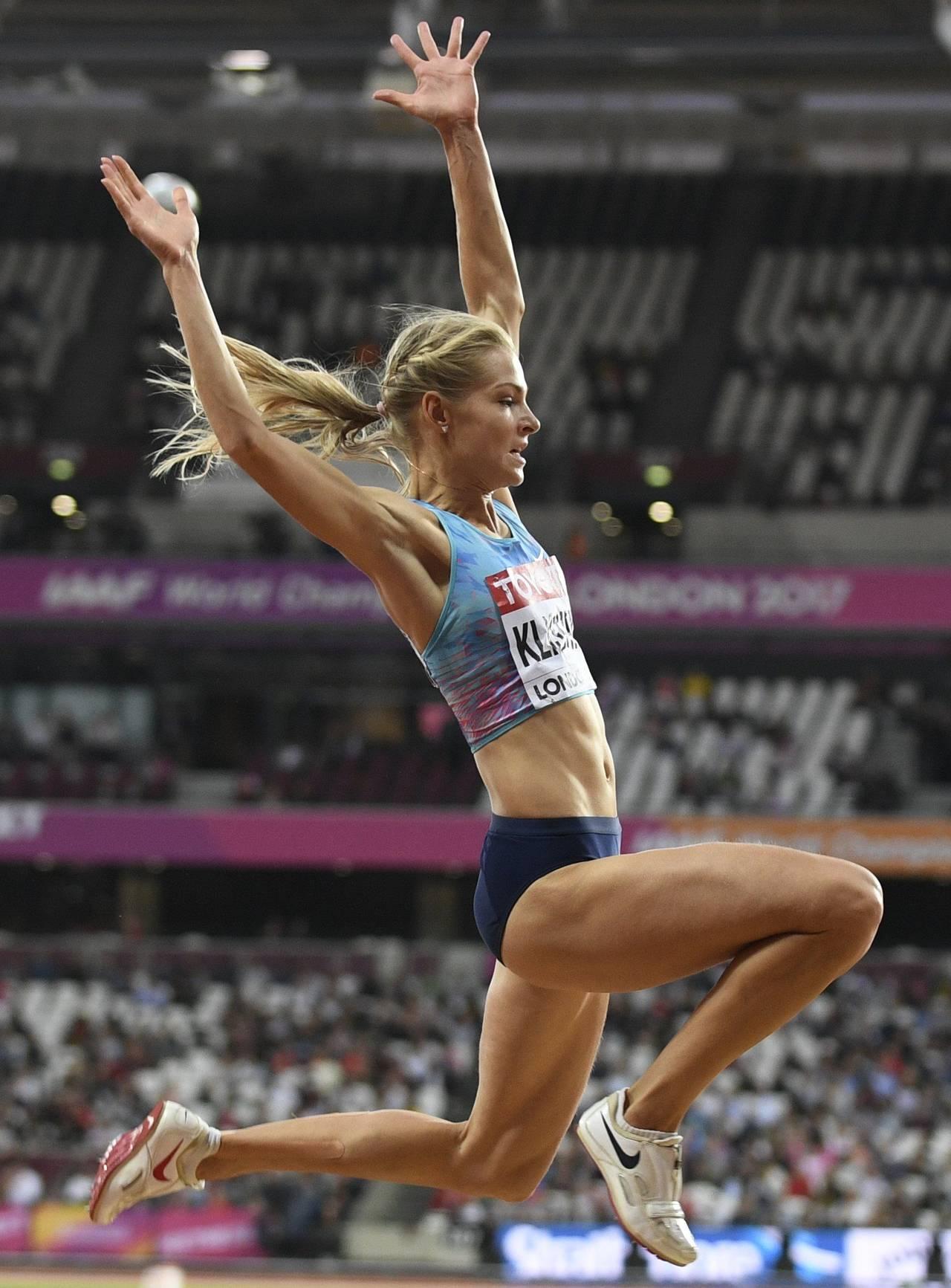 Sin bandera, Klishina disfruta su medalla
