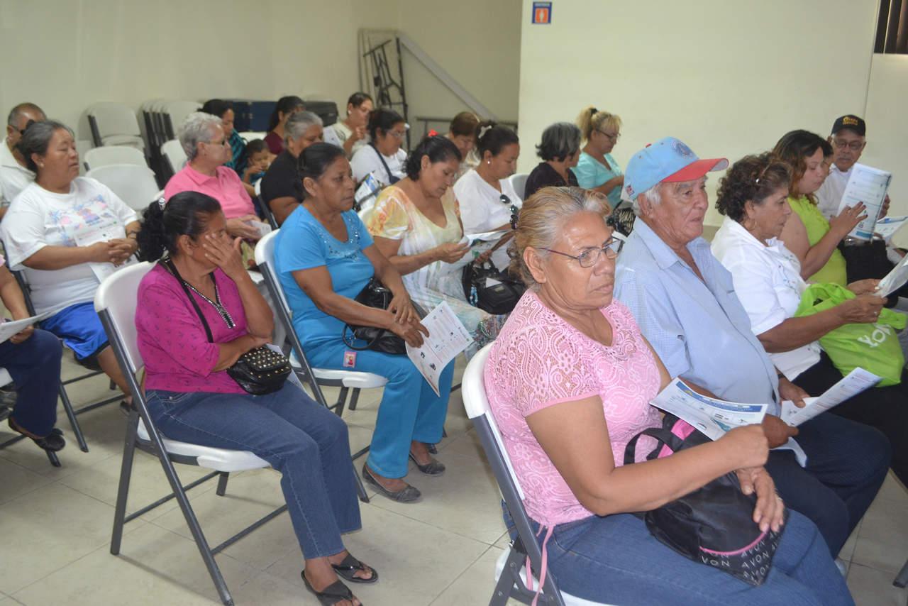 Realizan curso preventivo para adultos mayores