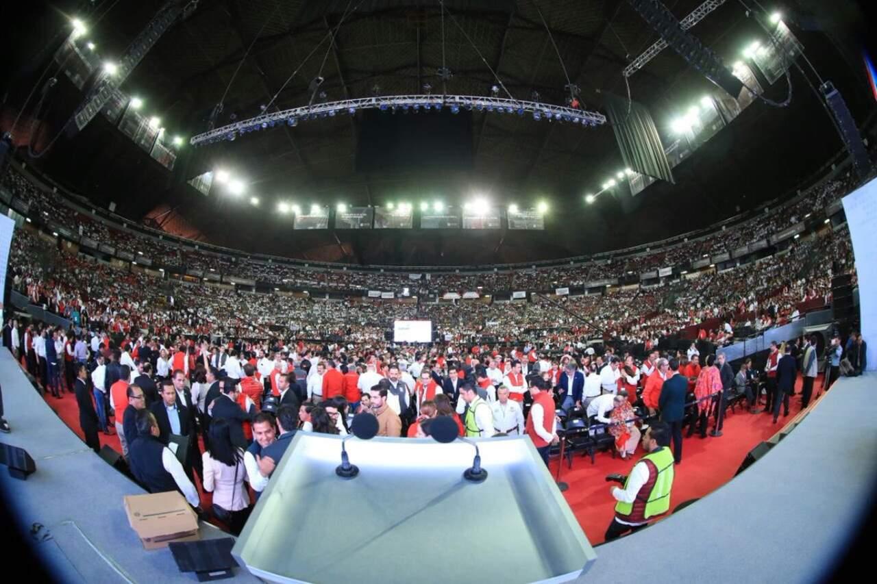 Se congregan priistas en el Palacio de los Deportes
