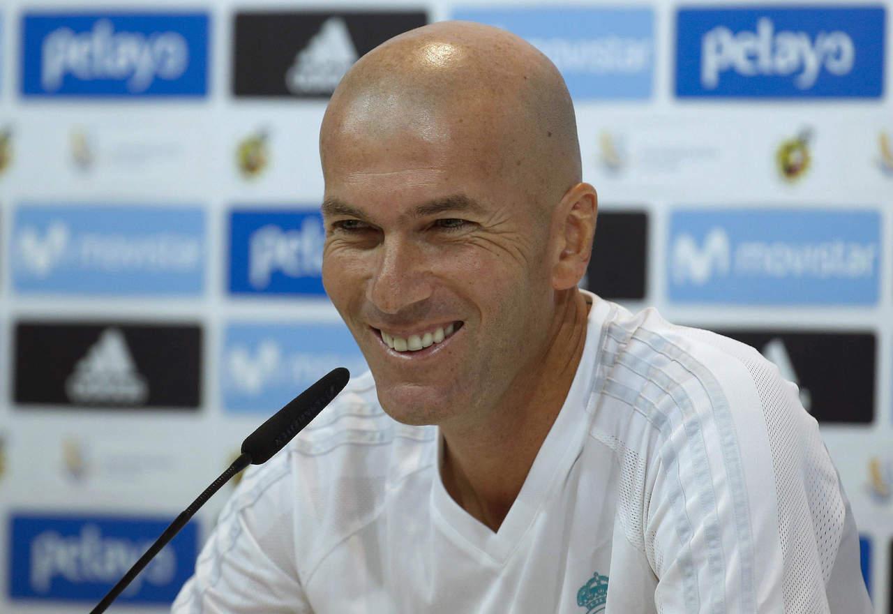 Renueva Zinedine Zidane con Real Madrid hasta 2020
