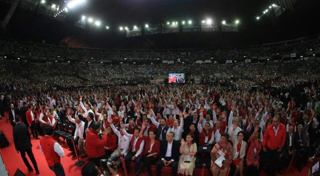 Priistas aprueban reformas a sus documentos básicos en Asamblea Nacional