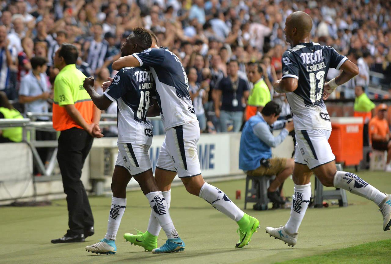 Monterrey golea 4-1 a las Chivas