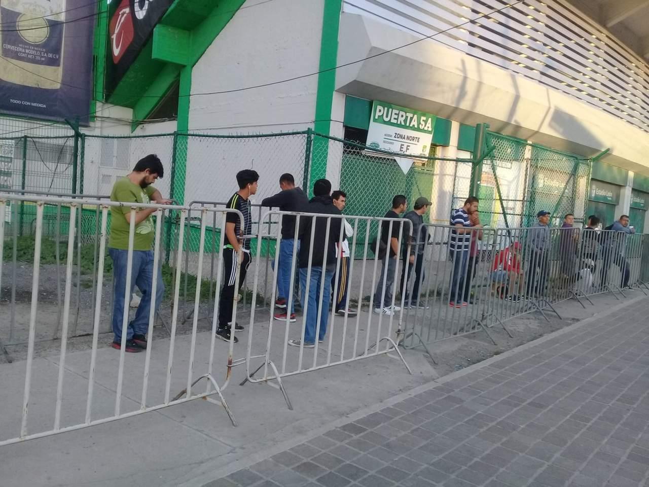 Por reventa de boletos del Cruz Azul-Toluca, 17 personas van ante juez