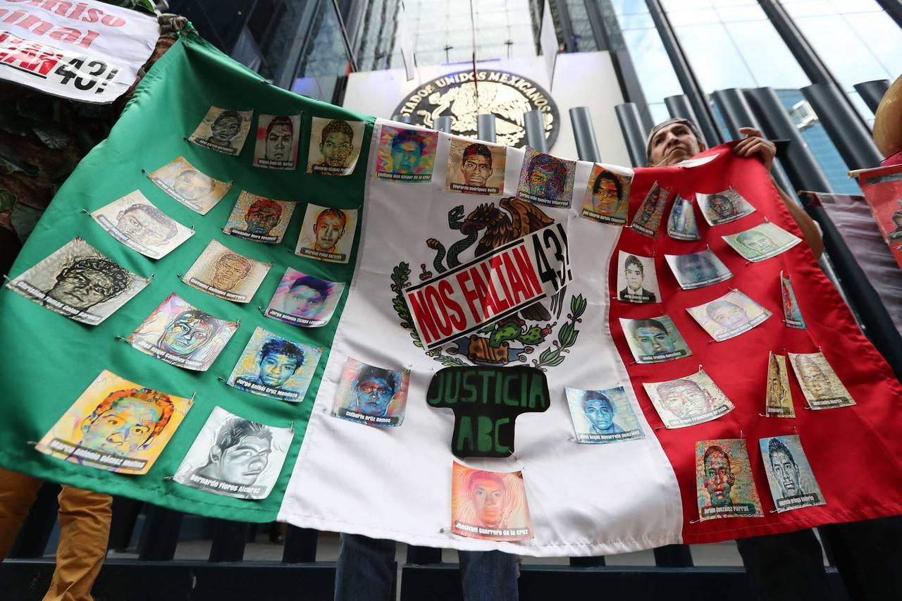 Exigen sentencias por Iguala