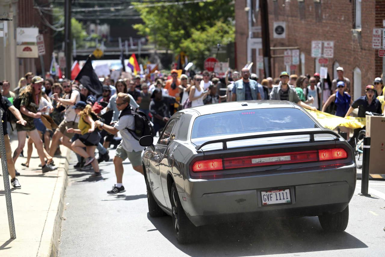 Abren investigación por violencia en Charlottesville
