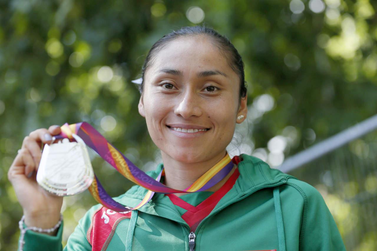 Felicita EPN a Lupita por medalla en el Mundial de Atletismo