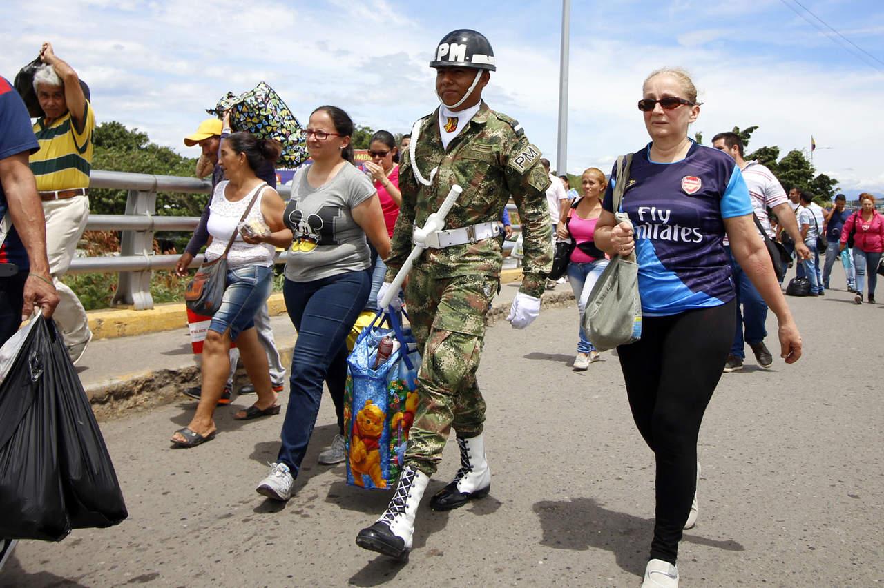Resultado de imagen para alrededor del 75% de los venezolanos perdió un promedio de 8,7 kilos (19 libras) el año pasado