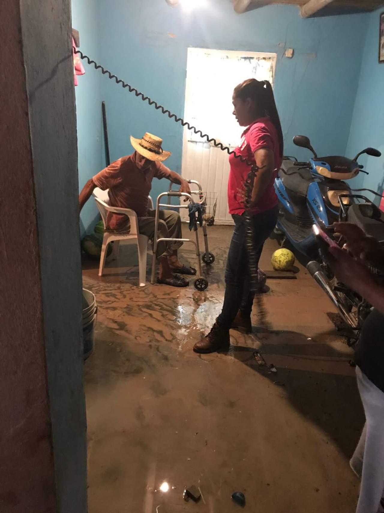 Se inunda Ceballos; evacuan a familias