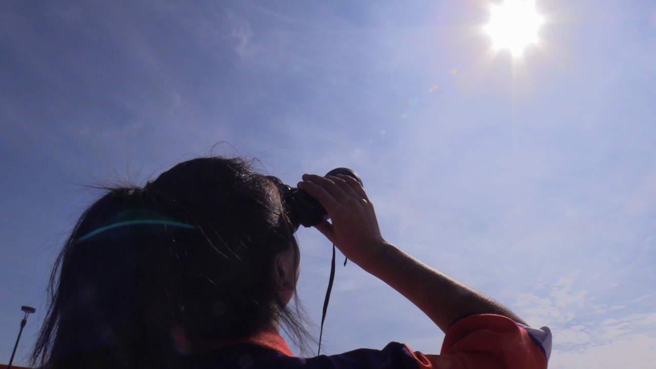 Prohíbe Sedu salir a ver eclipse; sí habrá clases