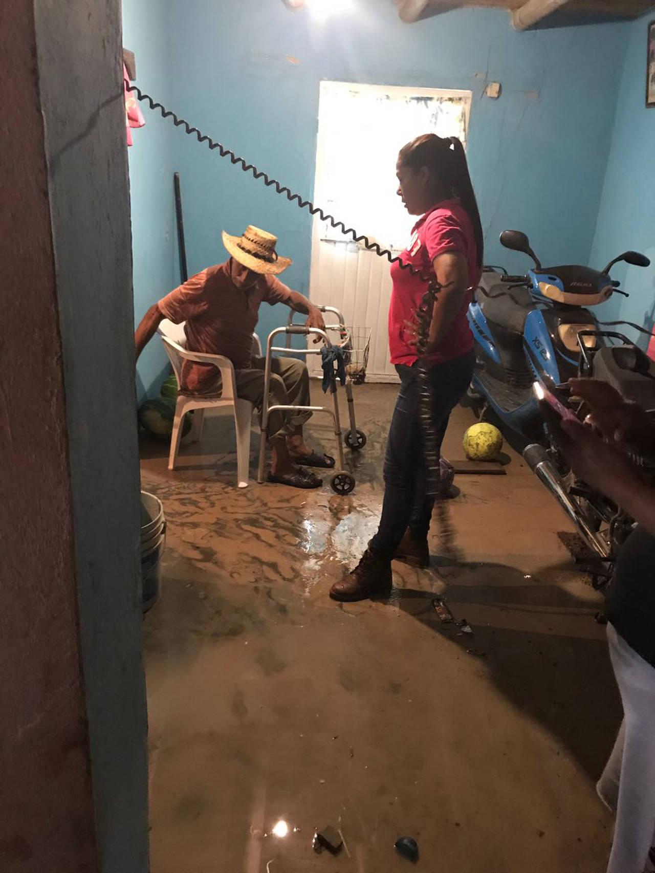 Desastre; lluvias inundan Ceballos