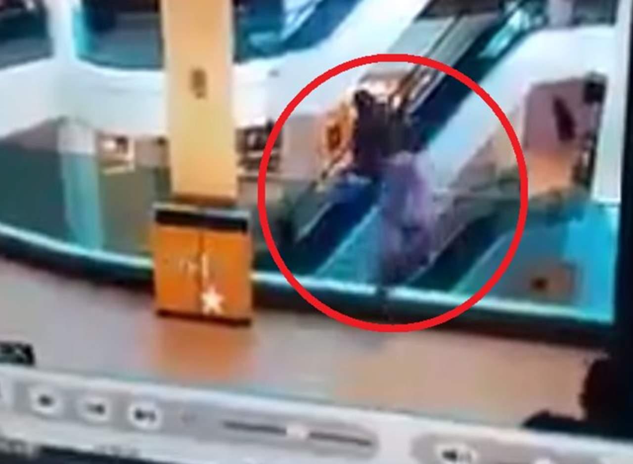 Intenta suicidarse saltando del tercer piso de un centro comercial