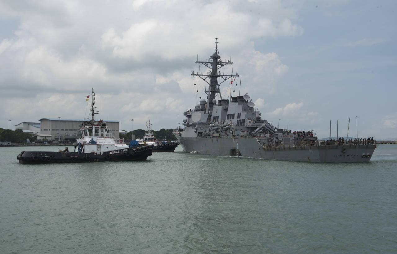 Buscan a 10 marineros de EU desaparecidos