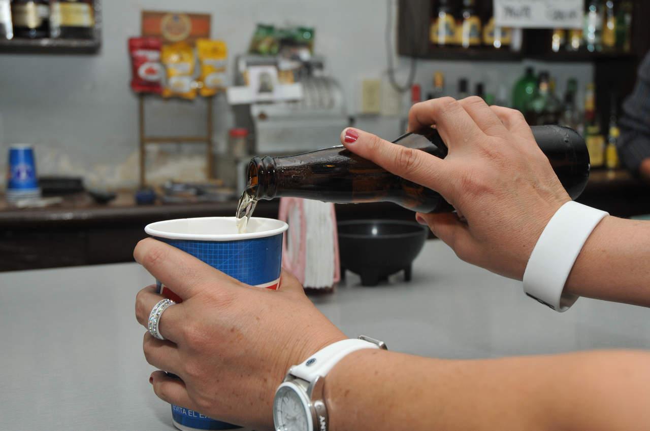 Hallan nexo entre sistema inmunológico y deseo nocturno de beber alcohol
