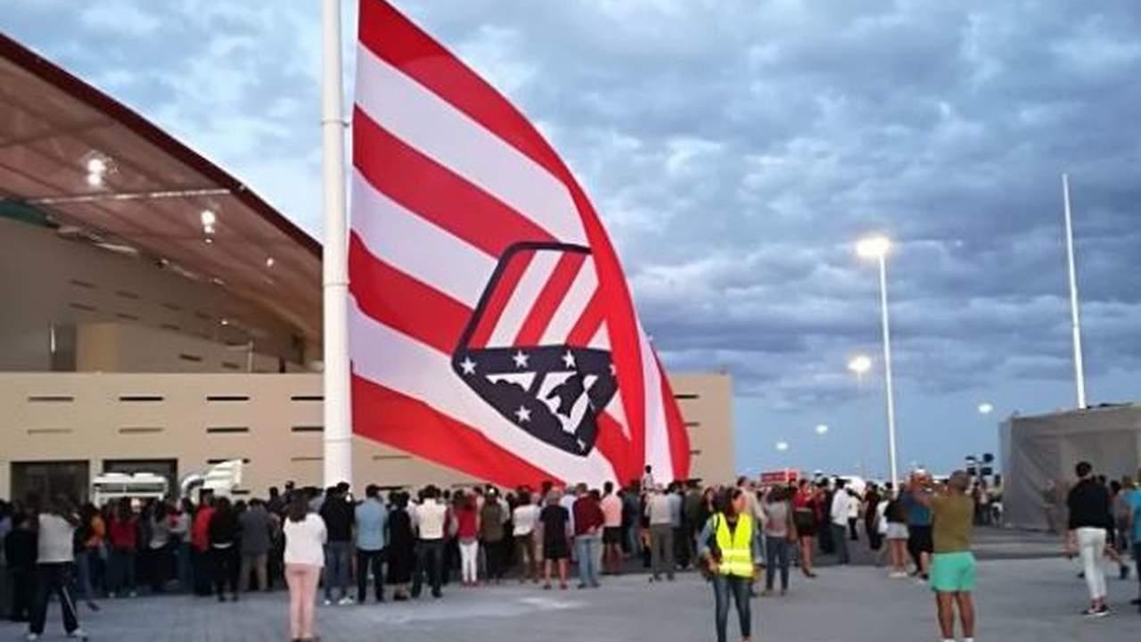 Izan al revés bandera del Atlético de Madrid