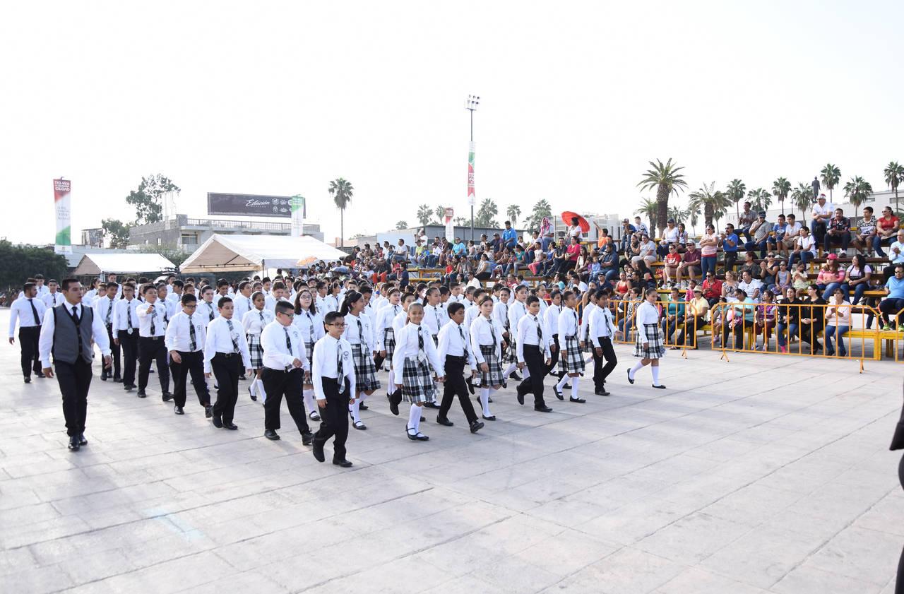 Se integran más escuelas a desfile
