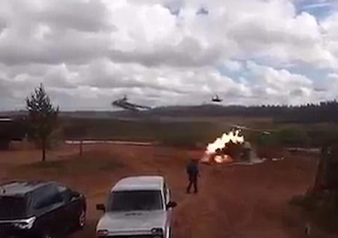 Helicóptero militar dispara por accidente y deja a dos heridos
