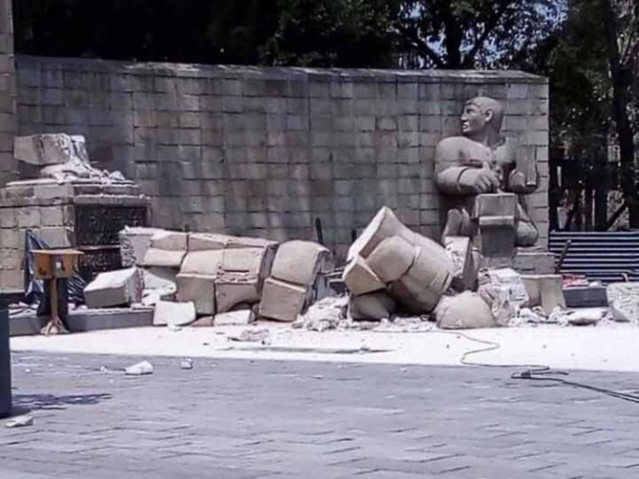 Sismo colapsa escultura a la madre