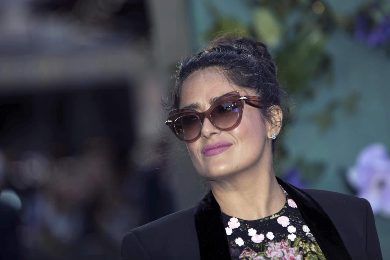 Salma Hayek dona 100 mil dólares para ayudar a México
