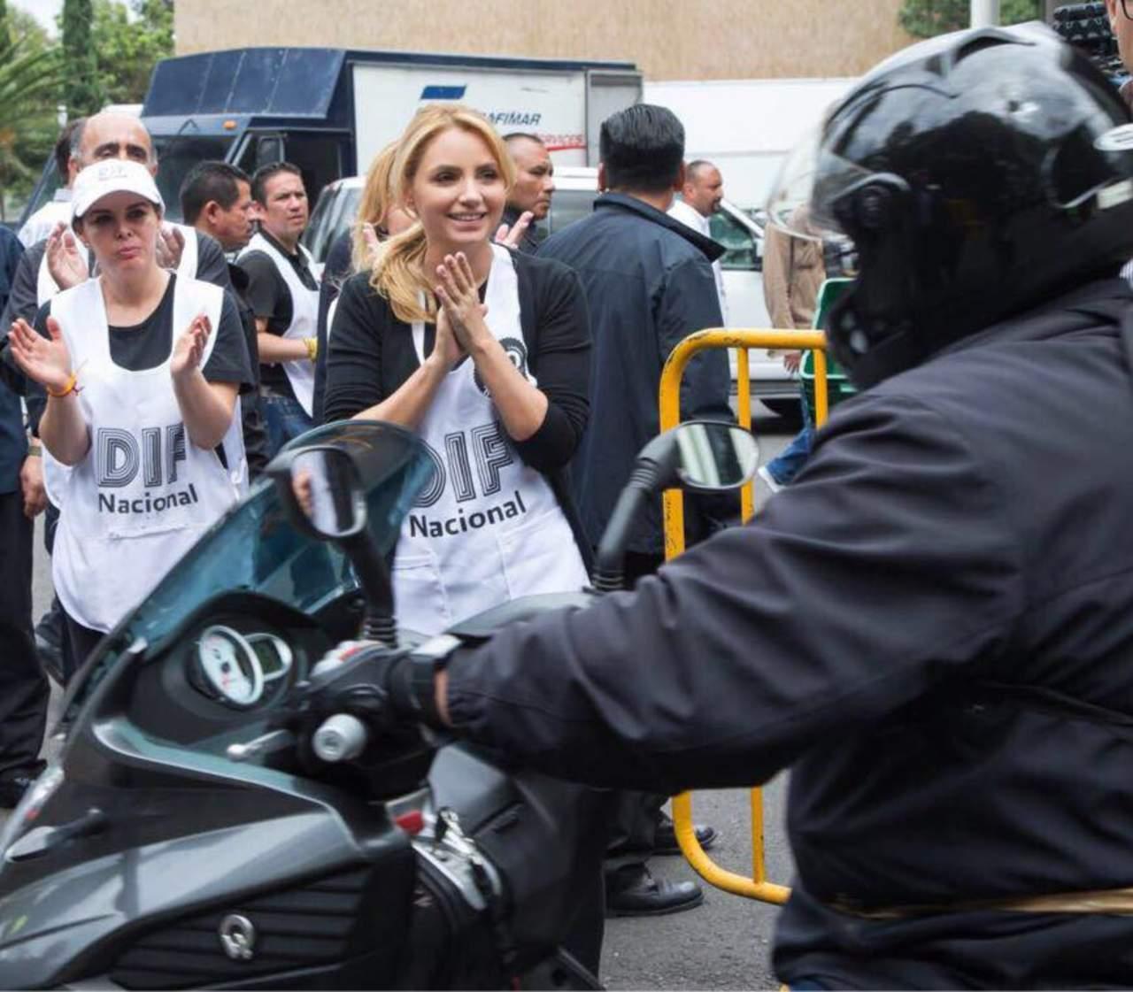 Critican a Angélica Rivera por postear fotos ayudando