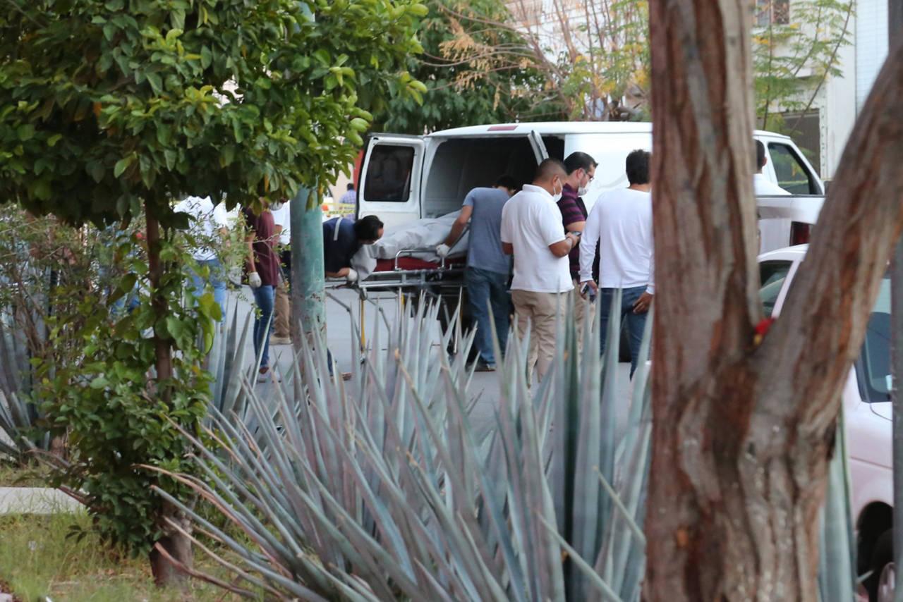 Identifican cadáveres dejados en camioneta