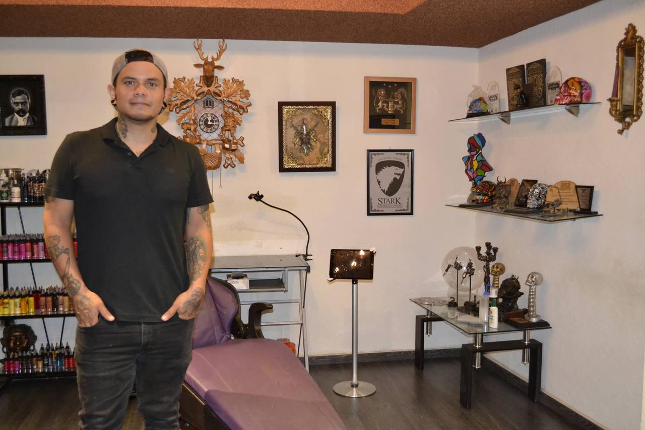 Isaac se dedicó a tatuar su destino