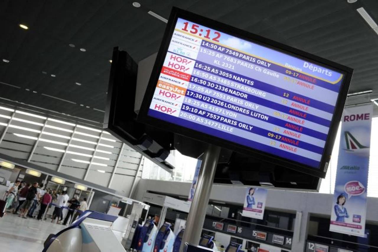 Se cancela el 30 % de los vuelos por la huelga