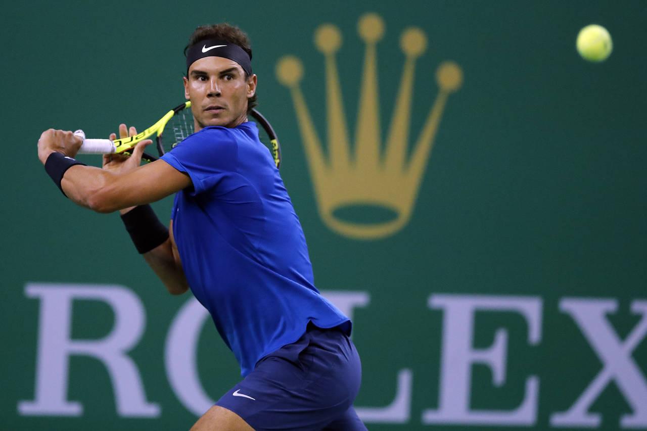 Nadal y Federer avanzan en Masters de Shanghái