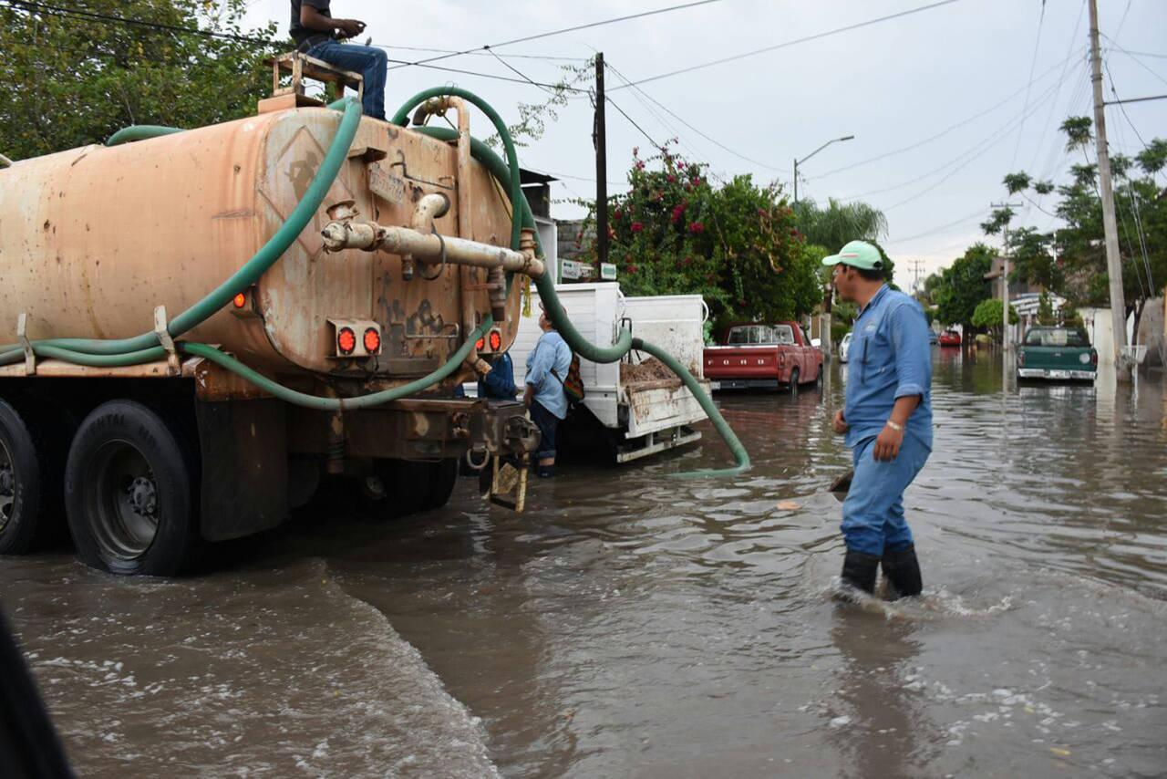 Brigadistas atienden zonas afectadas por precipitaciones