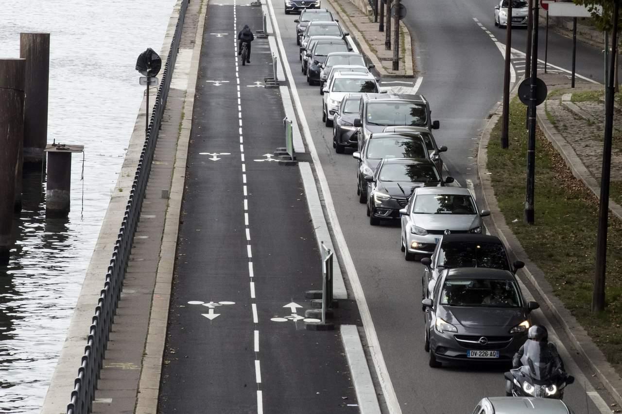 Busca París prohibir autos de gasolina para el 2030