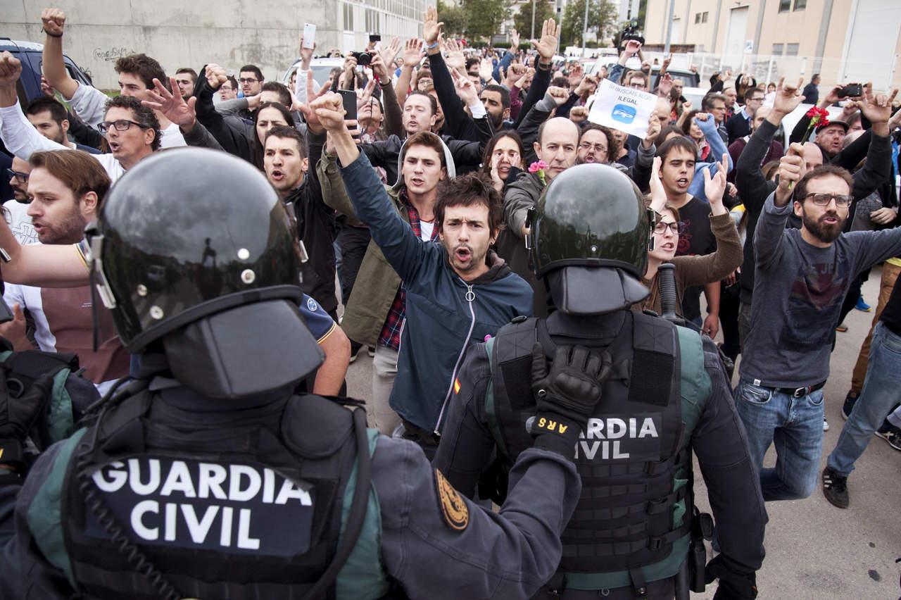 Denuncian a policía española por uso de fuerza excesiva en Cataluña