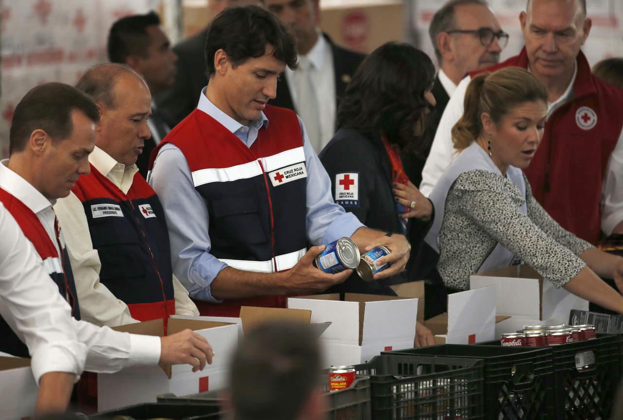 Monta Trudeau despensas para damnificados en la Cruz Roja Mexicana