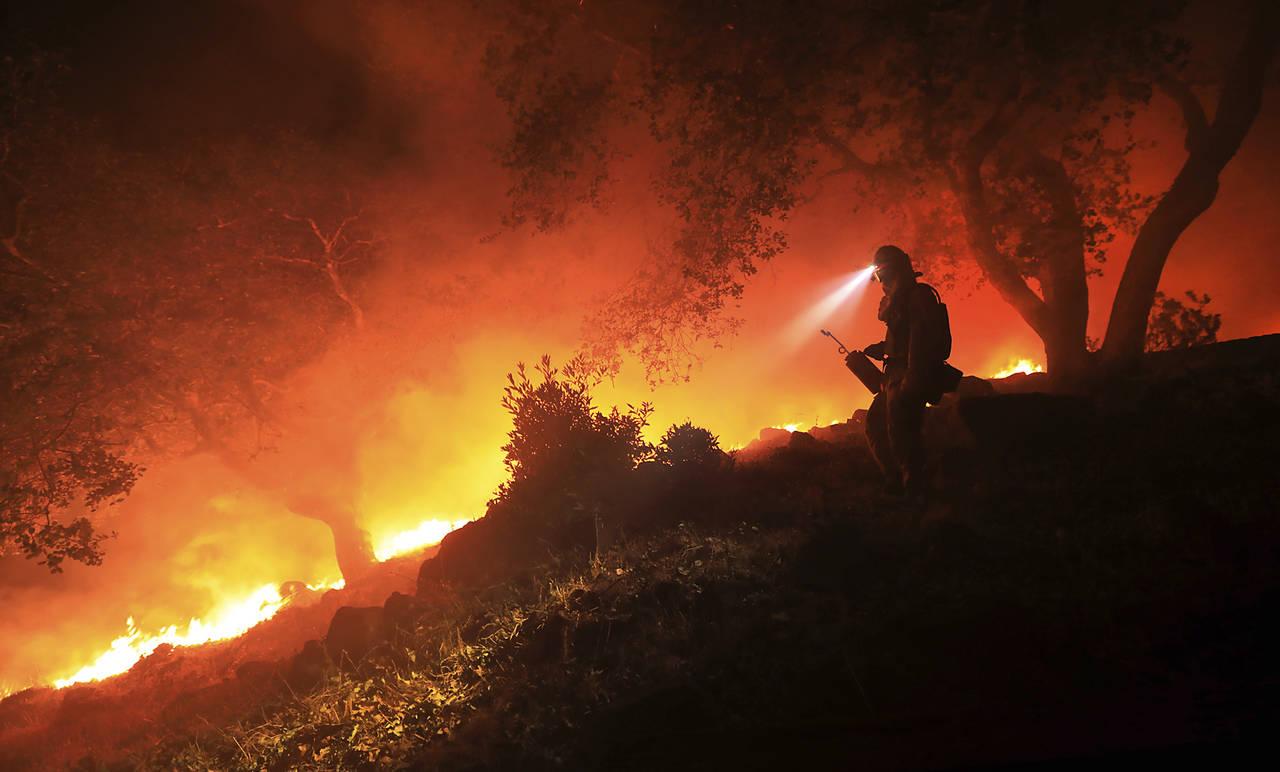 Mueren 29 por incendios en Estados Unidos