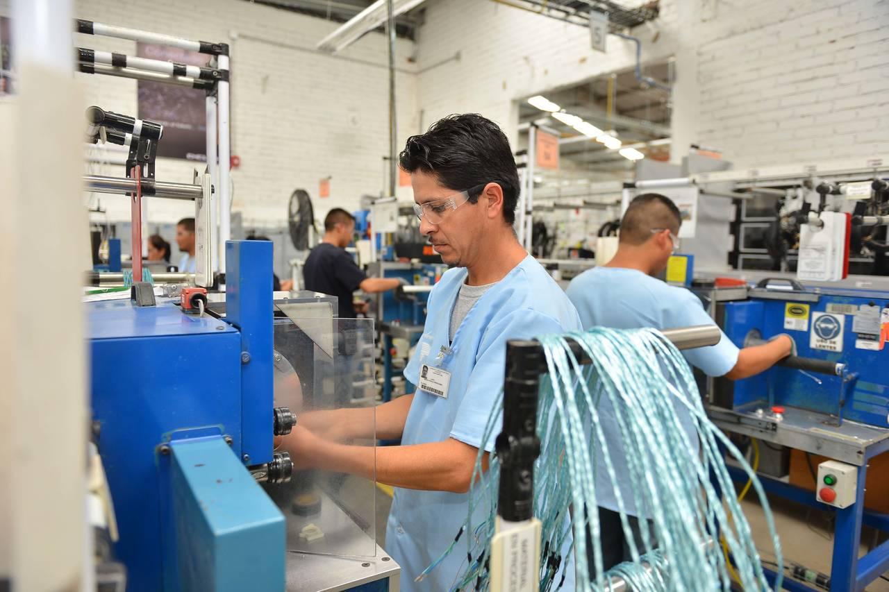 Actividad industrial crece 0.3 % en agosto