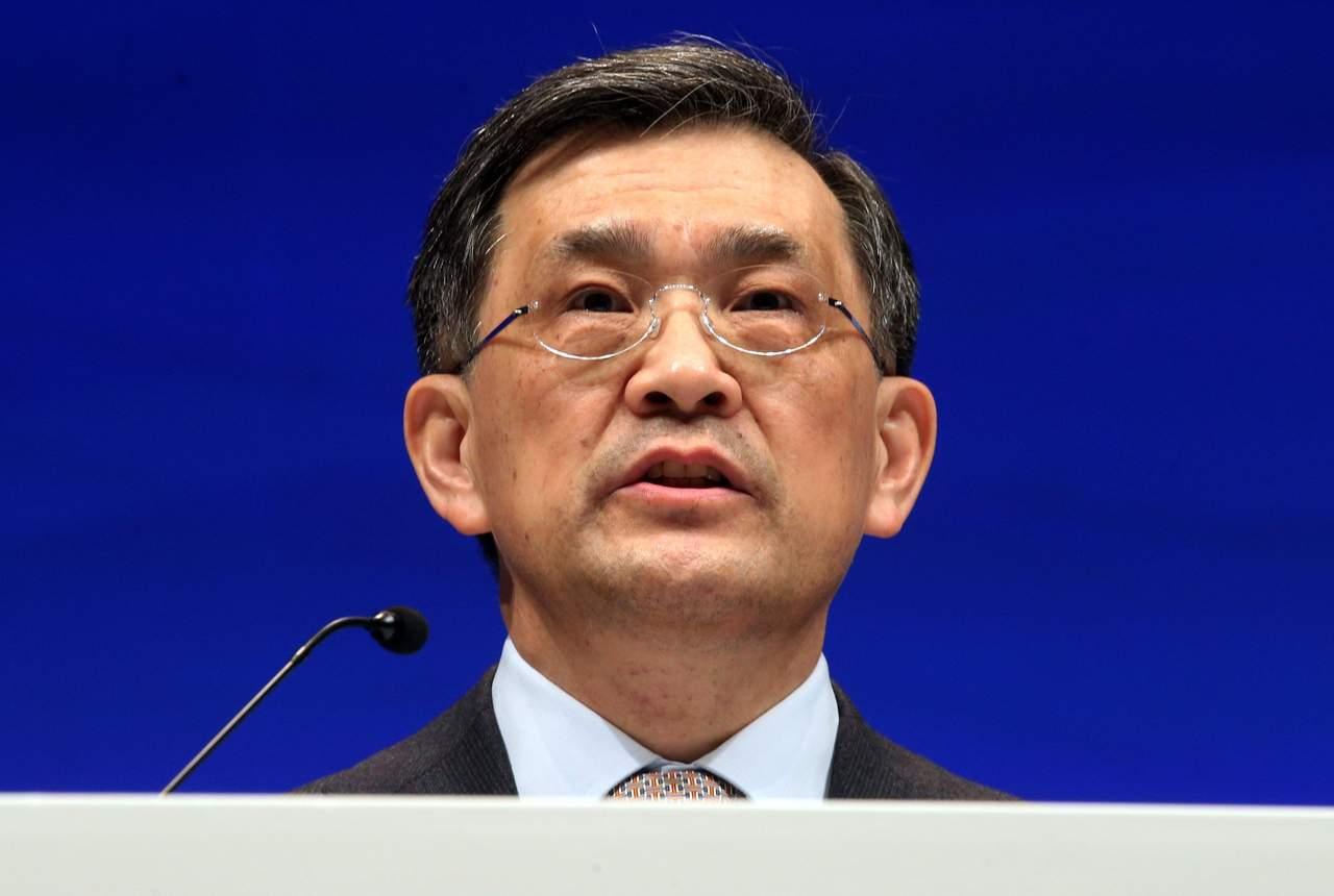 Renuncia presidente de Samsung cuando la firma alcanza ganancias récord