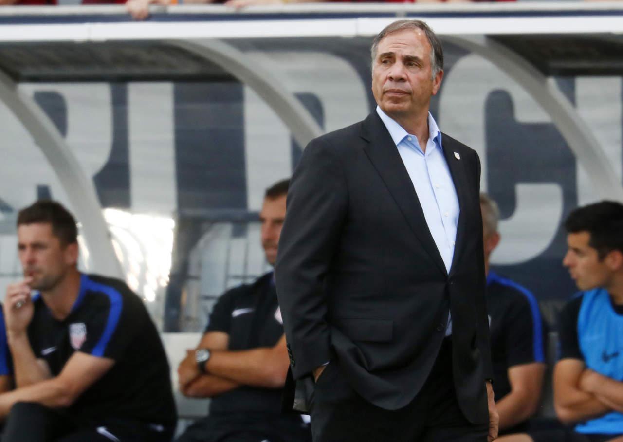 Bruce Arena renuncia como entrenador de EU